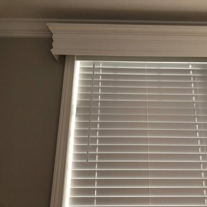 Cornice Box With 2in Vinyl Blinds